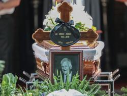 Simi, temetés